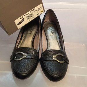 Women's 6.5 Life Stride black shoe